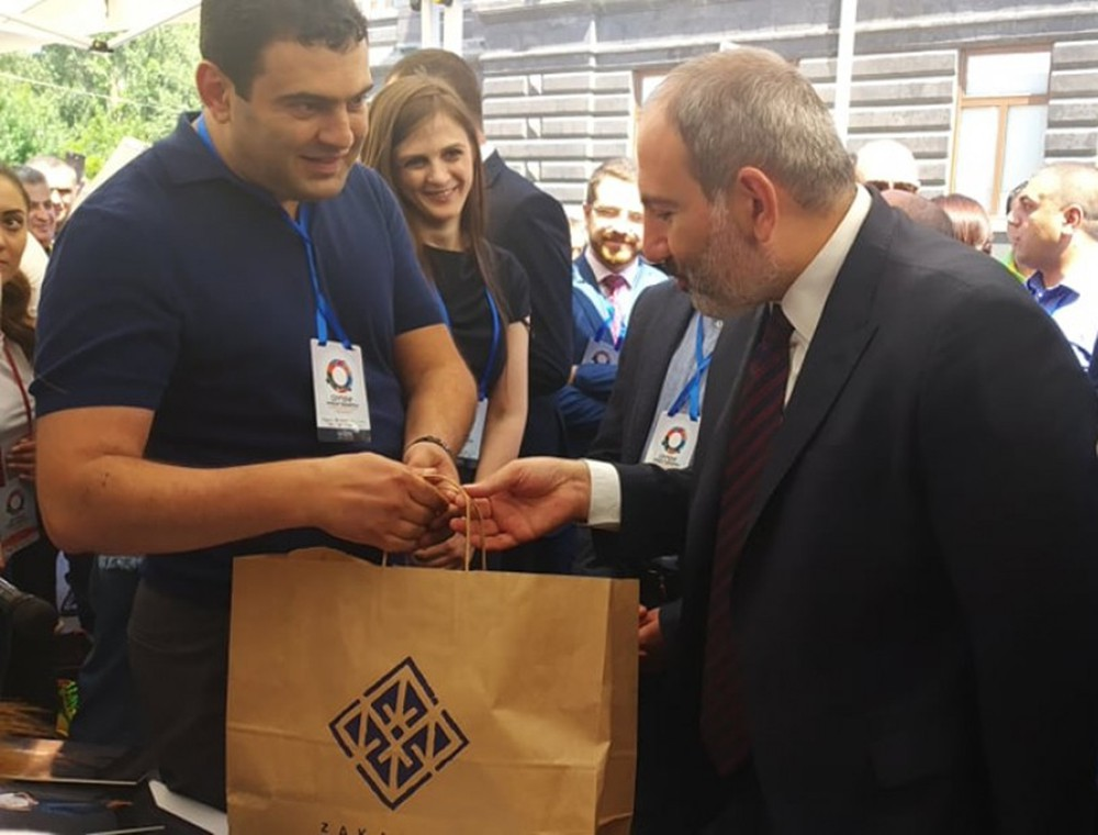 Zakaryan Company gave jeans pants to the Prime Minister