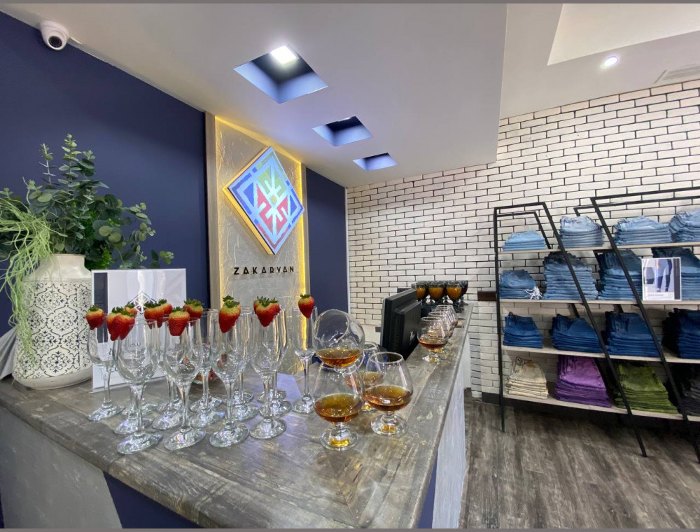 Զաքարյան ջինսերի խանութ-սրահ Սայաթ-Նովա 23 հասցեում